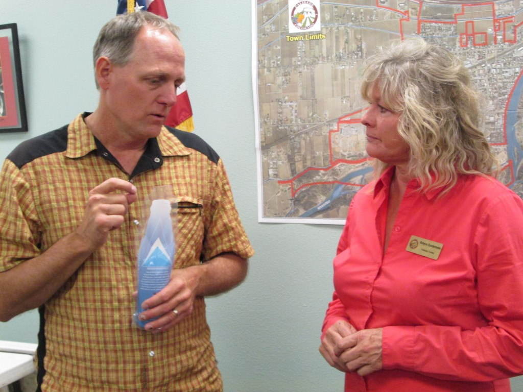 PALISADE TRUSTEE ROBYNN SUNDERMEIER AND SCOTT WINANS, COPMOBA, PRESIDENT, GRAND VALLEY CANYONS CHAPTER, TALK AT GOVERNOR'S VISIT TO PALISADE BOARD ROOM, 5-15-16