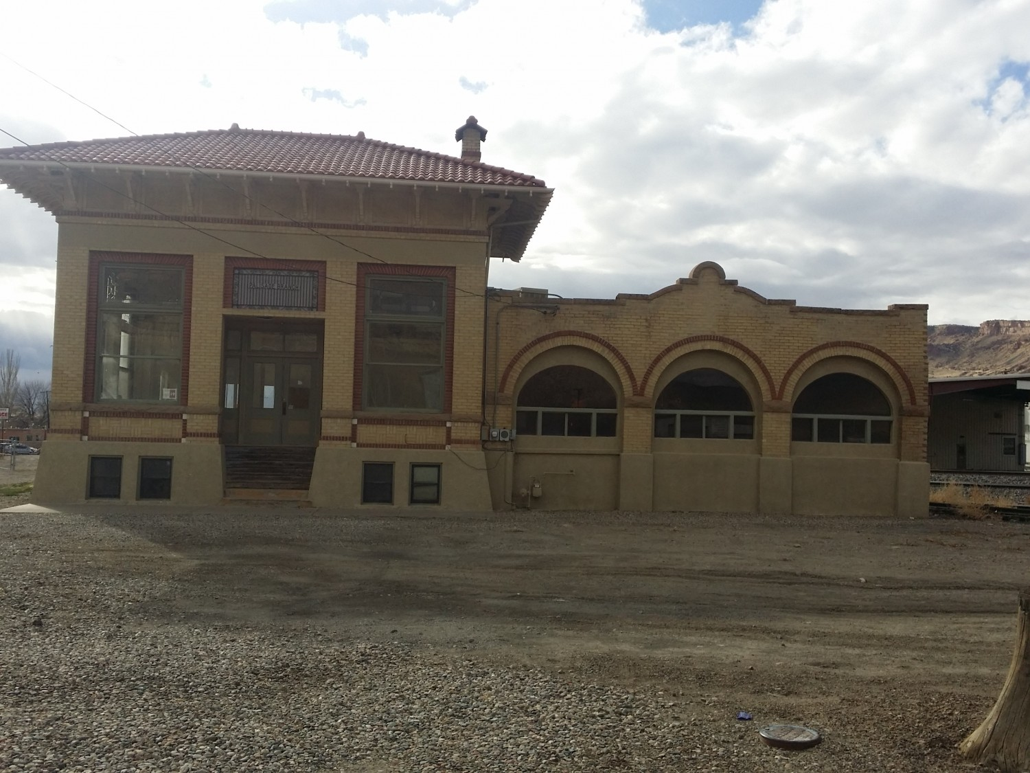 The old Mountain Lion Fruit Company building may come to life again soon as a Wine Bar and museum. Photo by Betsy McLaughlin